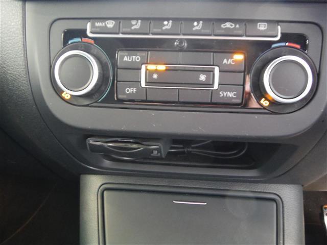 2.0TSI Rライン 4モーション 4WD 保証書 取説 純正ナビ 地デジ DVD BLUETOOTH バックカメラ ETC 純正19インチAW キセノンライト クルーズコントロール パークセンサー キーレス2個 ドライブレコーダー(12枚目)