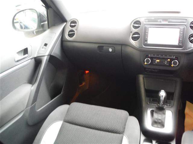 2.0TSI Rライン 4モーション 4WD 保証書 取説 純正ナビ 地デジ DVD BLUETOOTH バックカメラ ETC 純正19インチAW キセノンライト クルーズコントロール パークセンサー キーレス2個 ドライブレコーダー(17枚目)