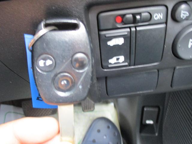 電動オートスライドドアに室内スイッチです!運転席から操作可能です。小さいお子様やお年寄りの乗り降りが楽になるアイテムですね!このお車の魅力がここにあり!