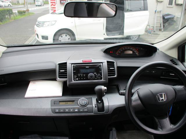 ナビ/オーディオ系はインパネ中央に。空調系は運転席、助手席どちらからでも扱いやすい位置に。そのほかドライバーが操作するスイッチ類はステアリング周辺にと明確に分けて配置しました。