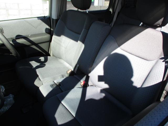 運転席&助手席ベンチシート!カップルなんかはとってもラブラブになれますよ!また、嫌いな人が隣に座った場合、肘掛がありますのでガードもしっかりできます。