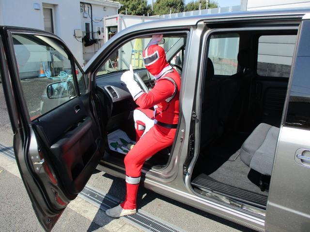 ここに注目!乗り降りのしやすさはこのスパイクがおススメ!介護の会社でも重宝されているお車です。低重心による足のおろしやすさやドアの開閉角度が広いためとっても乗降しやすいのです。
