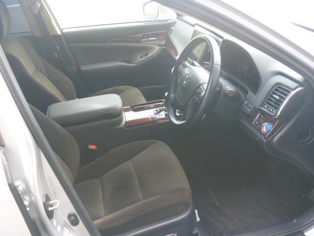 トヨタ クラウンハイブリッド ロイヤルサルーン 一年保証 OPクローム調AW シートヒータ