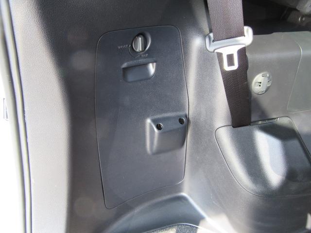 ハイブリッドGi 除菌済 ワンオーナー 衝突被害軽減システム フリップダウンモニタ 社外ナビ フルセグ ブルートゥース バックカメラ ETC シートヒーター LED オートライト フォグ スマートキー フルフラット(34枚目)