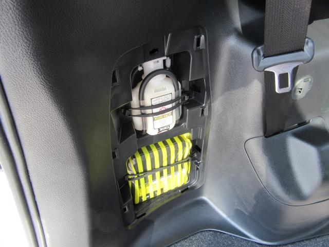 ハイブリッドGi 除菌済 ワンオーナー 衝突被害軽減システム フリップダウンモニタ 社外ナビ フルセグ ブルートゥース バックカメラ ETC シートヒーター LED オートライト フォグ スマートキー フルフラット(35枚目)