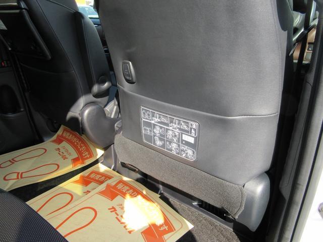 ハイブリッドGi 除菌済 ワンオーナー 衝突被害軽減システム フリップダウンモニタ 社外ナビ フルセグ ブルートゥース バックカメラ ETC シートヒーター LED オートライト フォグ スマートキー フルフラット(41枚目)