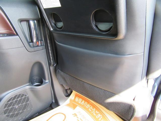 ハイブリッドGi 除菌済 ワンオーナー 衝突被害軽減システム フリップダウンモニタ 社外ナビ フルセグ ブルートゥース バックカメラ ETC シートヒーター LED オートライト フォグ スマートキー フルフラット(42枚目)