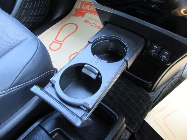 ハイブリッドGi 除菌済 ワンオーナー 衝突被害軽減システム フリップダウンモニタ 社外ナビ フルセグ ブルートゥース バックカメラ ETC シートヒーター LED オートライト フォグ スマートキー フルフラット(66枚目)