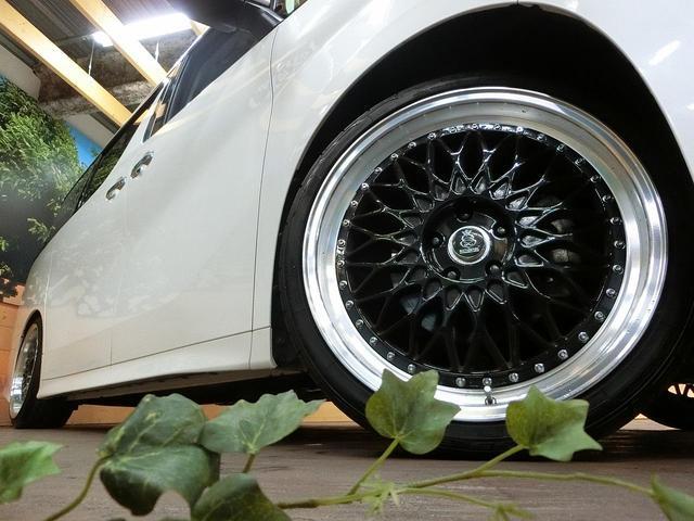 トヨタ ヴェルファイア 2.5Z BIGX11型ナビ 20インチアルミ 車高調