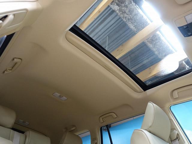 人気装備!!サンルーフ☆開放的なムサンルーフからは、爽やかな風や温かい陽の光が車内に差し込みます。