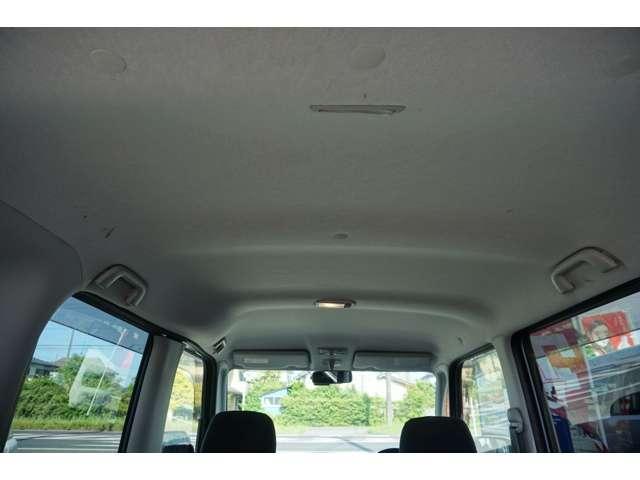 リヤシートもフカフカでリクライニング付ですので乗りやすく快適です☆広々としており大人が乗車しても快適にお使いいただけます。