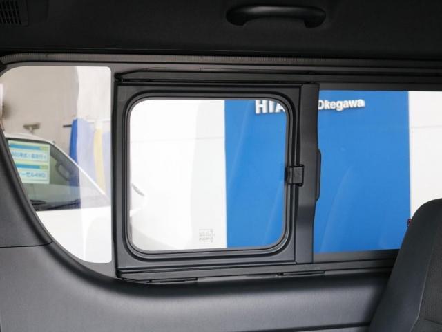 小窓付きスライドドア☆