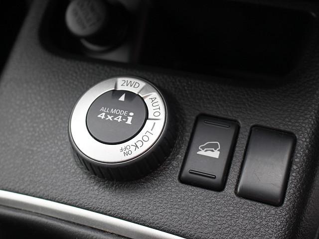 様々な状況によって駆動方式の切替出来るダイヤルスイッチに、坂道での加速を抑制してくれるダウンヒルアシスト!!SUVだからこその必要装備は充分揃っています☆