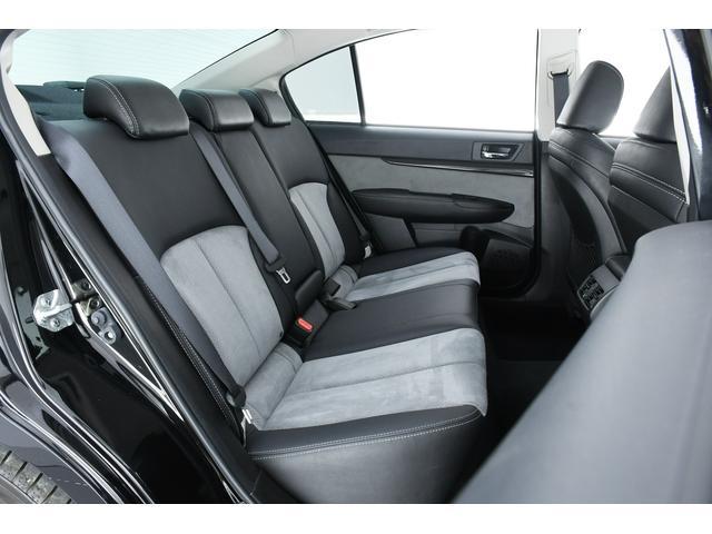 後席も足もとひろびろ♪車内はどの席でも快適に過ごせます♪