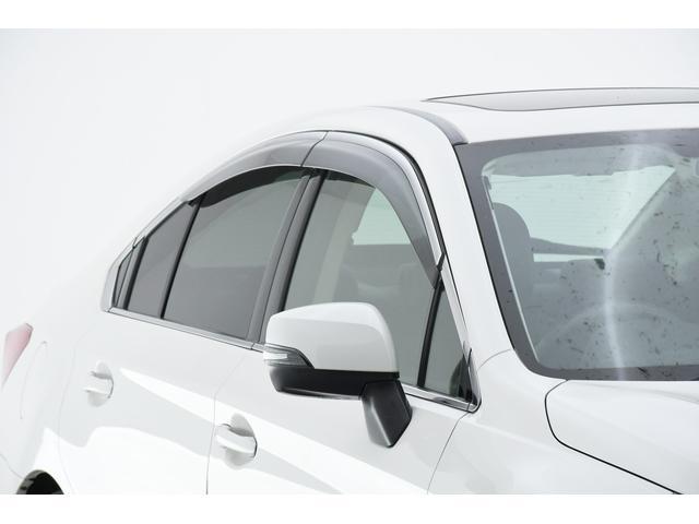 リミテッド 4WD サンルーフ 黒本革 8型専用ナビ STi(4枚目)