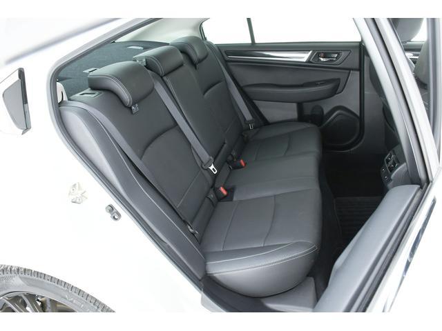 リミテッド 4WD サンルーフ 黒本革 8型専用ナビ STi(15枚目)