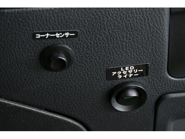 リミテッド 4WD サンルーフ 黒本革 8型専用ナビ STi(17枚目)