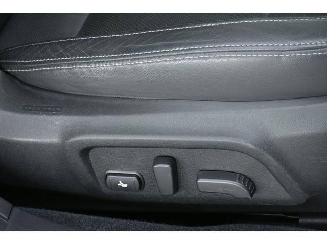 リミテッド 4WD サンルーフ 黒本革 8型専用ナビ STi(22枚目)