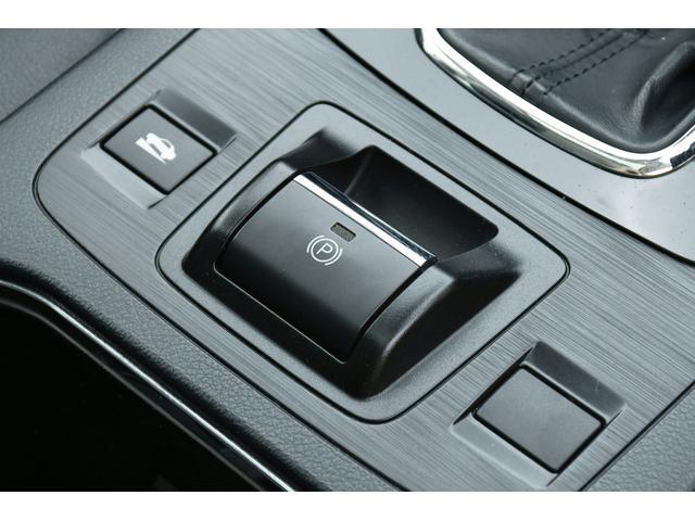 リミテッド 4WD サンルーフ 黒本革 8型専用ナビ STi(26枚目)