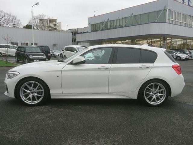 BMW・1シリーズが入荷しました!BMWの中でも乗りやすい大きさで女性にもピッタリな1台です♪全周囲カメラとレーンキープアシスト搭載