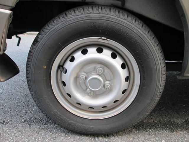 タイヤの残溝もタップリございます。