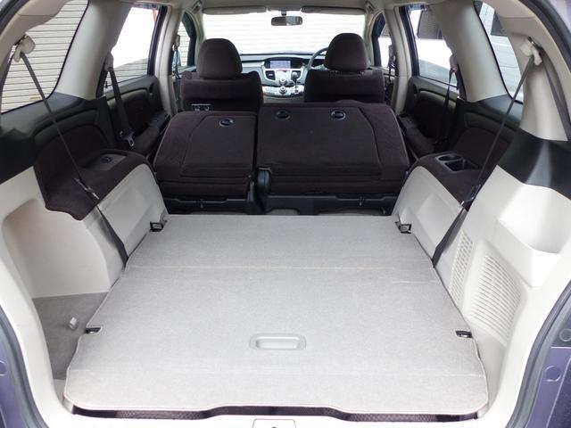 サードシートは床下格納で、大きなスペースができます