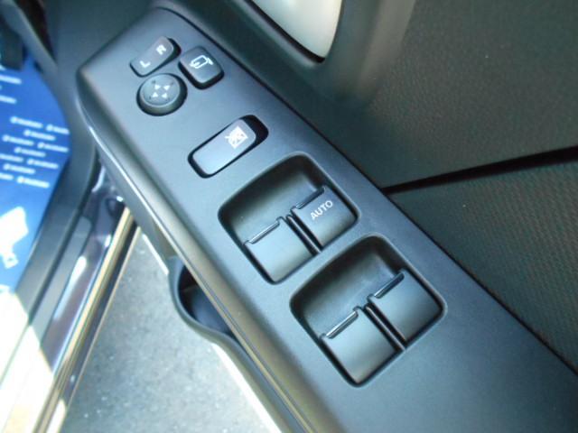 『電動格納式ドアミラー』&『リモコンドアミラー』&『パワーウインドウ』のスイッチが運転席ドアにあります!!