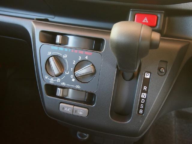 ダッシュAT『CVT』装備!スムーズな加速だけではない☆!パワーある加速も体感してください!!低燃費性も備えた1台です!!