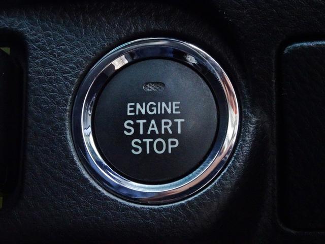 【スマートエントリーキー装備車】鍵を持っているだけで、ワンタッチでドアの開閉やエンジン始動が出来る優れものです。一度使うと手放せない大変便利で快適な装備です。