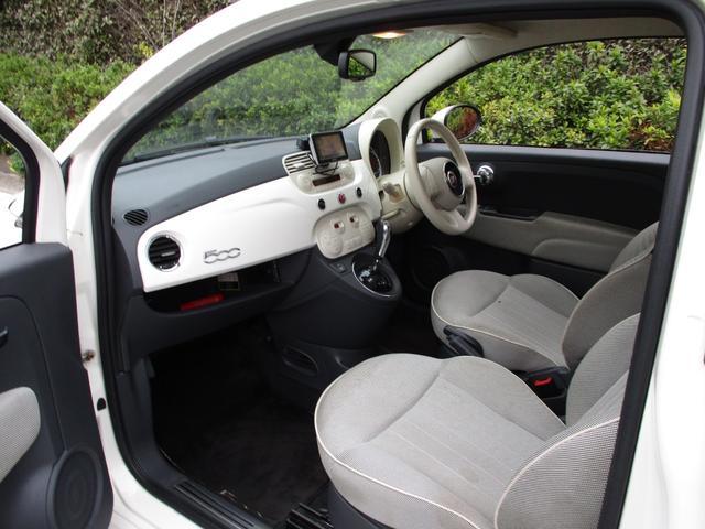 車内は、無駄が省かれたシンプルなデザインとなっております。