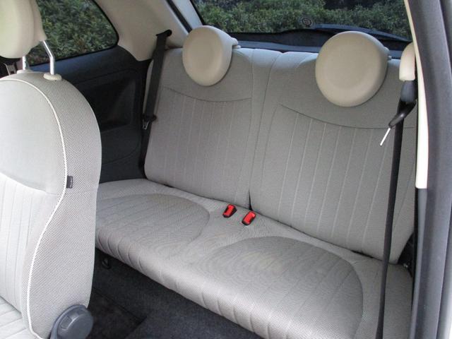 後部座席にも汚れ・シミが残っております。神経質な方はご遠慮ください。