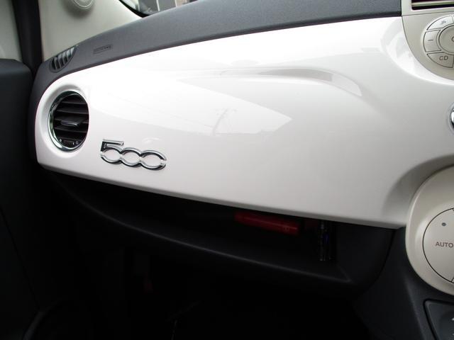 おしゃれな白いパネルも、運転時にはいい気分にさせてくれます♪