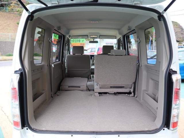 リヤシートの格納は、軽々たためる2アクション。カンタン操作で大容量のラゲッジスペースに早変わりします。