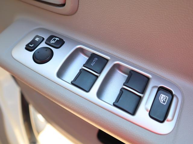 パワーウィンドーのスイッチが運転席に集合しています!!お子様を乗せるときのイタズラ防止にロック機能もあるので安心♪