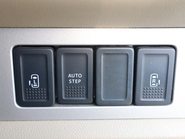 乗り降りに便利な電動スライドドアも両側に装備! 運転席からも開閉操作が出来て便利なアイテムです!