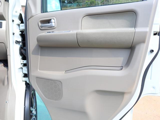 使用感の出やすい運転席側のドアトリムも、御覧のとおり目立つ傷や汚れ擦れなど無く綺麗です!