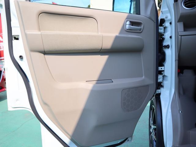 助手席側のドアトリムも運転席側同様、目立つ傷や汚れ擦れなど無く綺麗です!