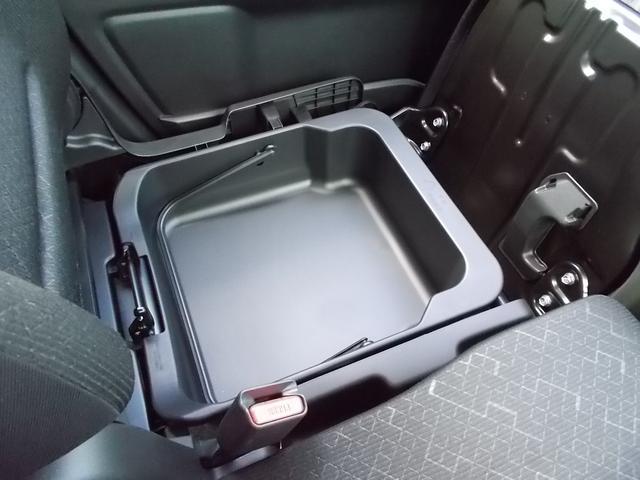 容量たっぷりでとっても使える助手席シートアンダーボックス★取り外してバケツのように持ち運びする事も可能です♪