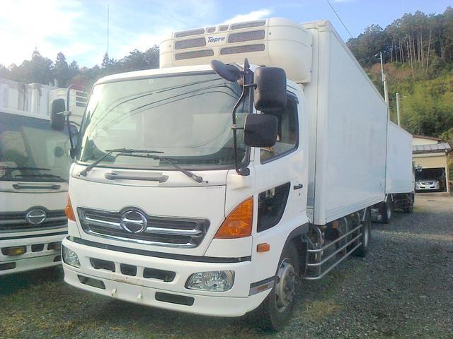 増トン 冷凍車 冷凍冷蔵車 冷蔵車 格納ゲート スタンバイ(2枚目)