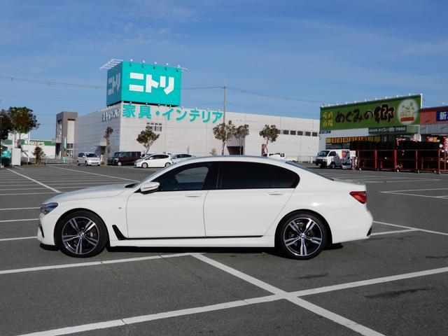 BMW7シリーズのボディには、アルミニウム合金とスチールに加え、カーボン・ファイバー強化繊維(CFRP)が採用されています。