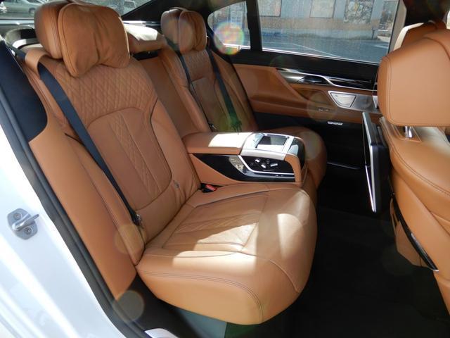 バックレストの角度など様々な部分を電動で調節してくれるリアコンフォートシート採用♪乗車中の乗り心地を最適にサポートし、特に長距離のドライブの快適性を向上させてくれます♪