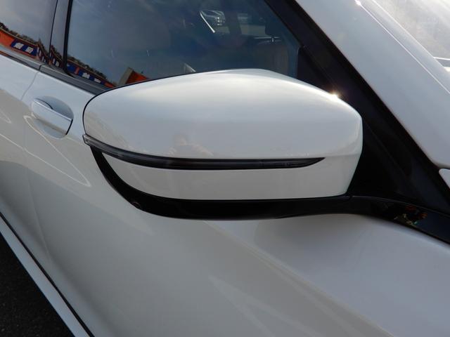 非球面ガラスを採用し、ヒーター機能と自動防眩機能を装備♪ 電動調整式&伝導可倒式ウィンカー付ドアミラー♪