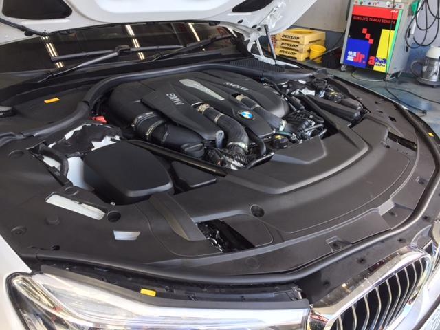 4.4LV型8気DOHCツインターボエンジン。最高出力450psで滑らかな加速と圧倒的な静粛性を実現してます♪