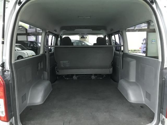 4型仕様で仕上げてあります・フェイスチェンジ&HIDライト&LEDフォグ・16インチファブレス製アルミ&ホワイトレタータイヤ共に車検対応・2インチローダウン・カスタム仕上げ済み。
