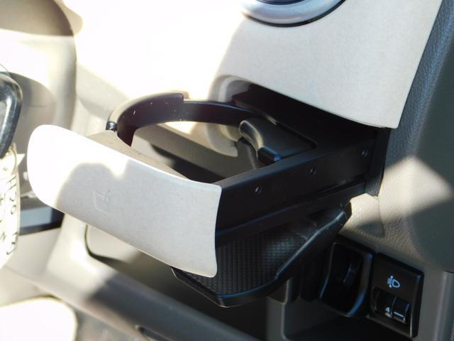 運転席ドリンクホルダーです♪取りやすい位置ですよ♪
