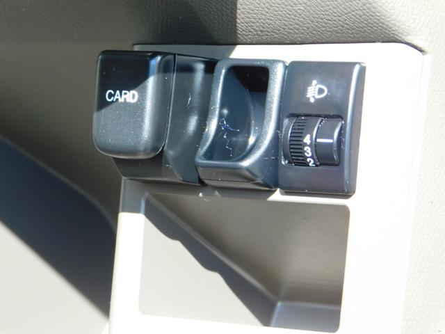 カード入れも付いています♪駐車券の置き場所にも困りませんね♪ヘッドライトの高さ調整もありますよ♪