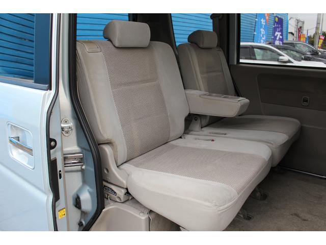 チャイルドシートのあとなども無く、後部座席の使用感も少なめです!ご不明点やご来店のお際は是非お電話でご連絡下さい!無料電話番号は0066-9700-7864