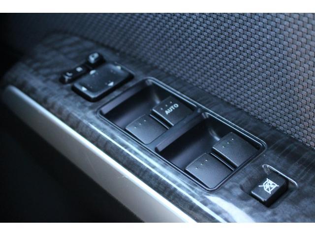 電動格納ミラー装備ですので狭い場所への駐車も問題なし!ボタン一つで格納可能!ご不明点やご来店のお際は是非お電話でご連絡下さい!無料電話番号は0066-9700-7864