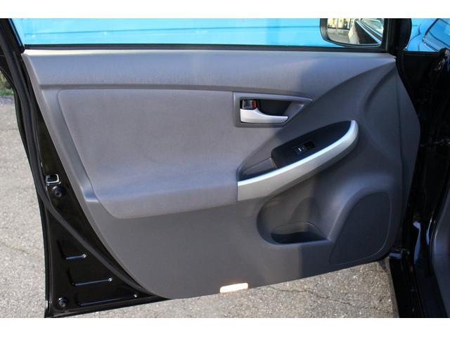 「トヨタ」「プリウス」「セダン」「千葉県」の中古車64