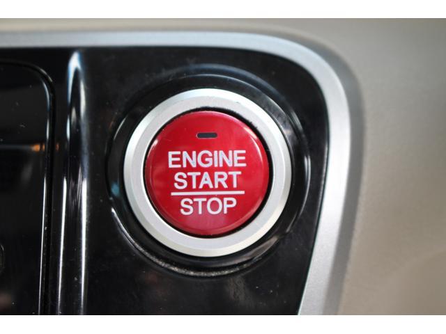キーを携帯しているだけで、ドアロックの開閉並びにエンジンの始動が可能な装備です!プッシュスタートですのでエンジンの始動もボタンを押すだけです!